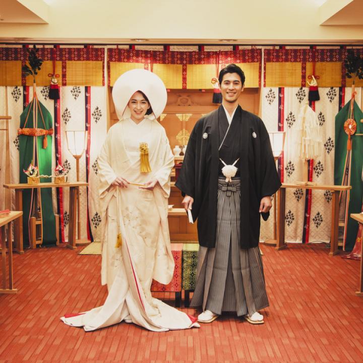 「神殿挙式をしたい」「和装結婚式が憧れ」な方へおすすめプラン。出雲大社の流れを組む本格神殿で日本古来から受け継がれる伝統挙式を。アトリウムチャペルで和装人前式もOK。和モダンスタイルの挙式も実現可能!