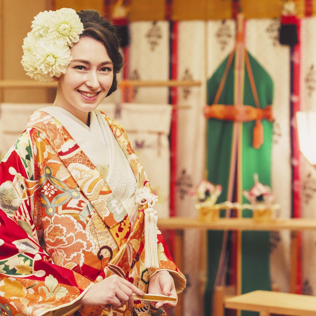 「大げさで堅苦しい結婚式は苦手」「予算的に挙式はちょっと」な方へ一押し!<br /> 日本伝統の白無垢姿を美しい。神殿での撮影はもちろん、フォトスポットで素敵な写真をたくさん撮ろう!シンプルな打合せで準備も楽々◎